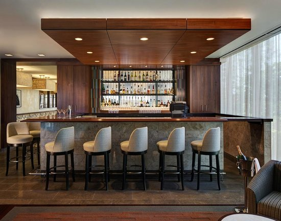 Inn at Water's Edge: Bar and Lounge