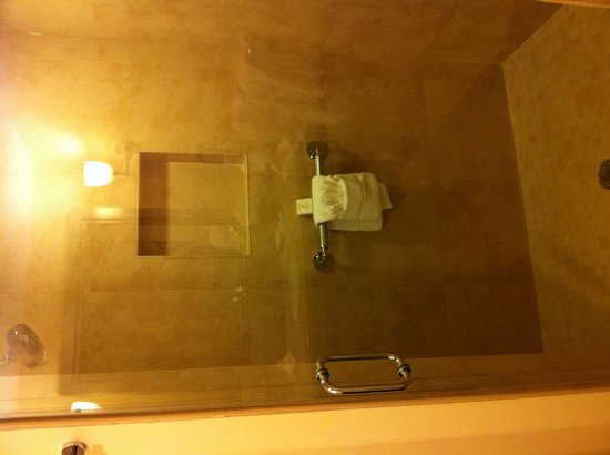 Southernmost Beach Resort: Shower