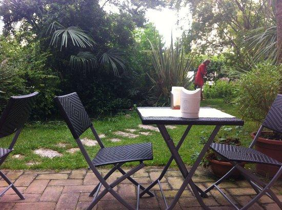 Corte Dei Folletti : Breakfast in the garden