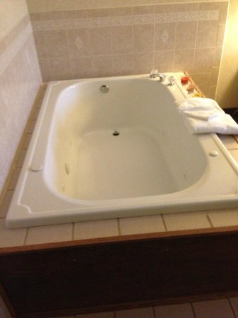 Country Inn & Suites By Carlson, Mansfield : Huge whirlpool tub!