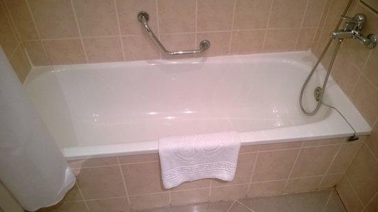 Ramada Plovdiv Trimontium : Bathroom