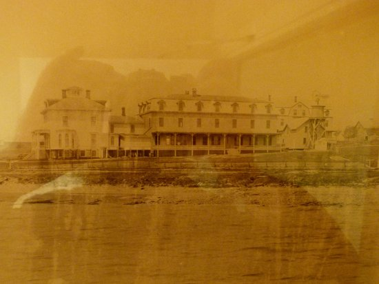 Wyndham Bay Voyage Inn: What the inn looked like when it opened in 1890.