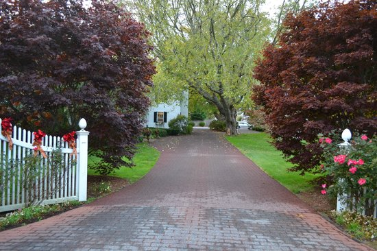 Captain's House Inn: Entrance