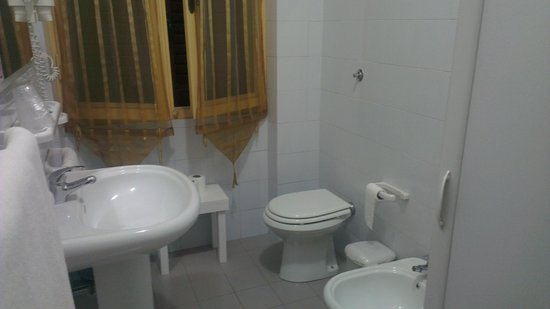 Actinia Accommodation: The bathroom