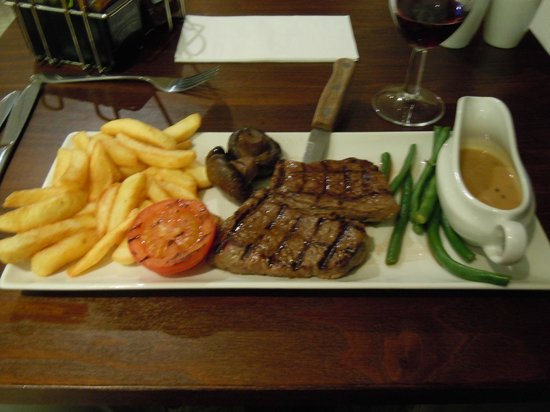 Premier Inn Manchester Airport (M56/J6) Runger Lane South: A decent steak and chips in the restaurant