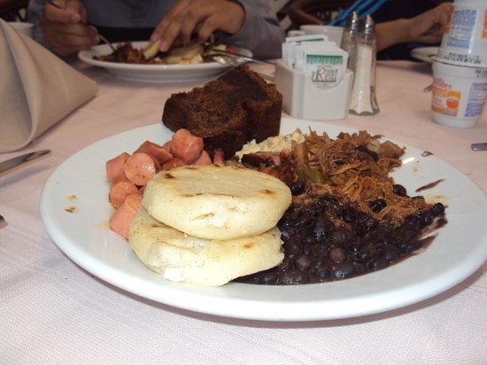 Hotel Venetur Alba Caracas : excelente desayuno muy variado