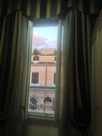 PapavistaRelais: view from inside room