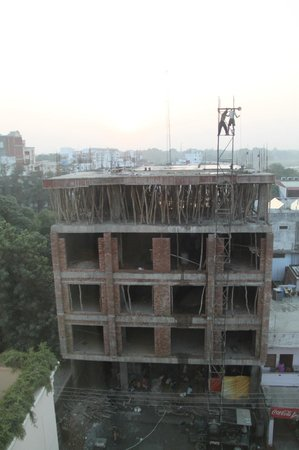 Radisson Hotel Varanasi: construction outside the window
