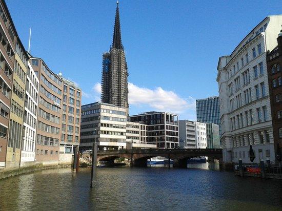 SANDEMANs NEW Europe - Hamburg: Nikolai Cathedral Tower. Amazing View, but under construction