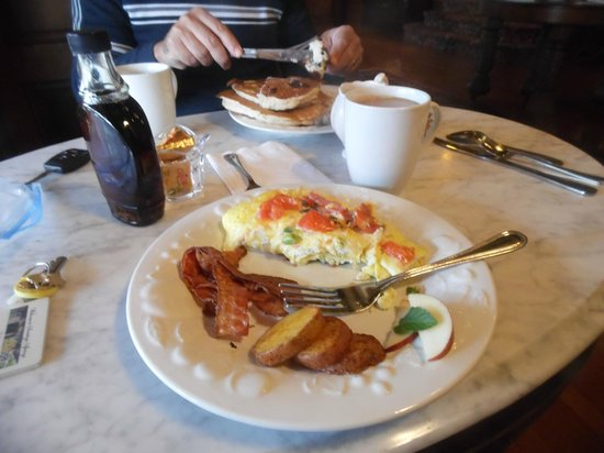 Union Gables Mansion Inn: Our delicious breakfast