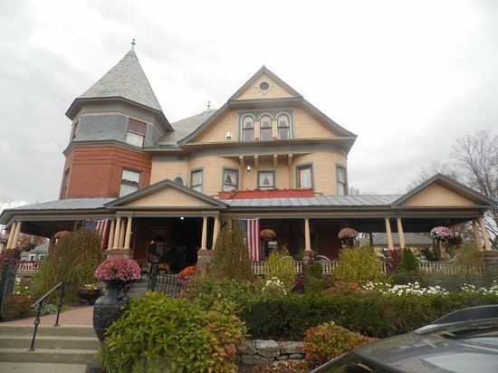Union Gables Mansion Inn: The outside of the B & B