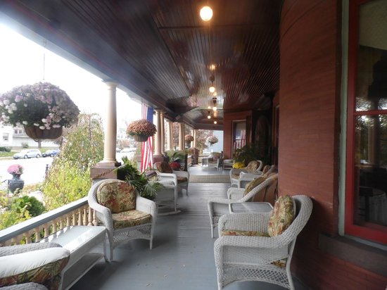 Union Gables Mansion Inn: Porch