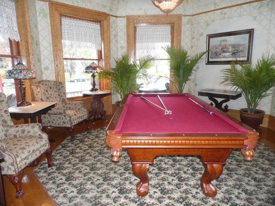 Union Gables Inn: Billiard room