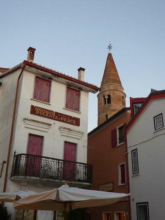 Da Nappa: vista sul campanile romanico dalla piazzetta del ristorante