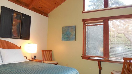 Osprey Peak Bed & Breakfast: The Bay Room