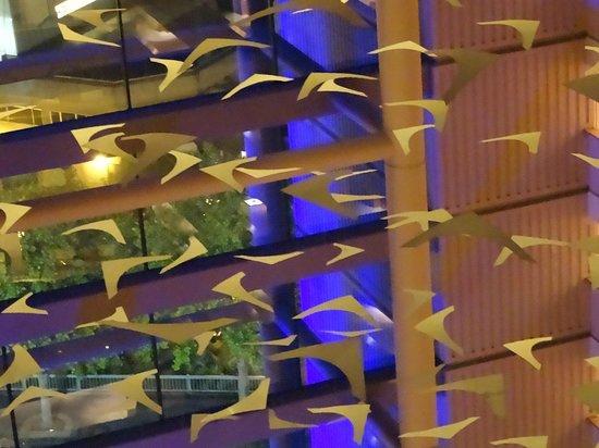 Rendezvous Hotel Auckland : Mobile in the Atrium