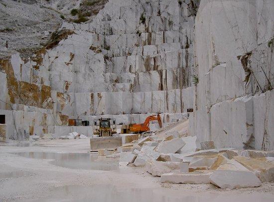 Cave Di Marmo Di Carrara Picture Of Cttours Carrara