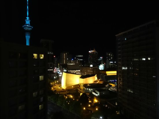 Rendezvous Hotel Auckland : View from our room at night