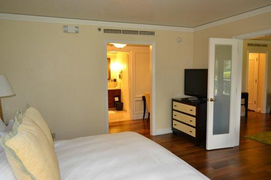The Ritz-Carlton, Kapalua: View of bedroom in suite looking towards dressing room
