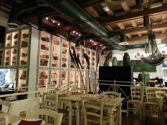 Pizzeria Birmhana: La grande libreria