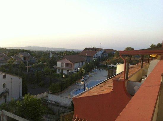 Hotel Biancaneve: De la chambre au 3è, coté piscine, en fin de journée
