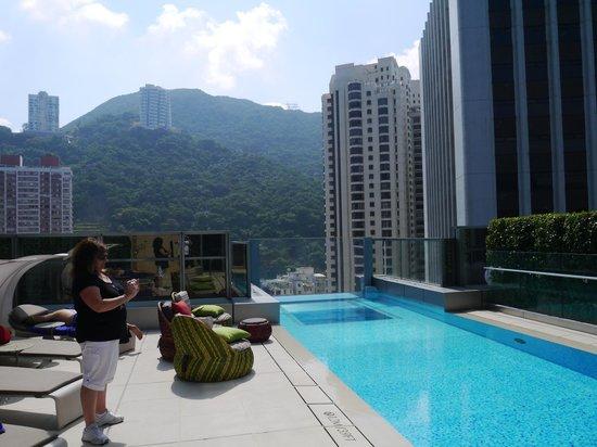 Hotel Indigo Hong Kong Island Day Pool