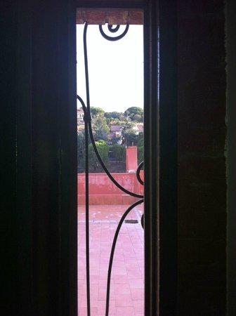 """Hotel Biancaneve: Vue de la chambre à travers une """"meurtrière"""", coté Etna"""