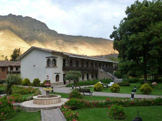 Sonesta Posadas del Inca Yucay: Vista de zona central del hotel, bellos jardines