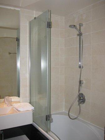 Adagio Paris Tour Eiffel : salle de bain