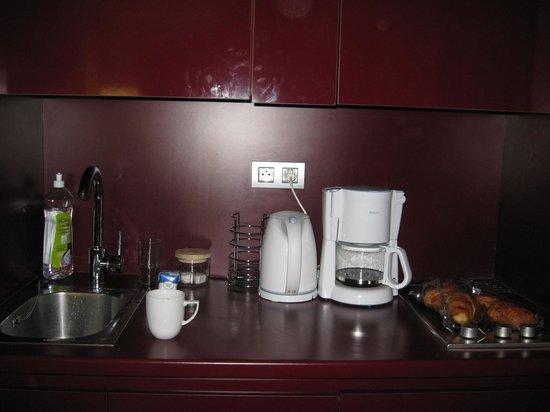 Adagio Paris Tour Eiffel : cuisine, micro-onde,lave-vaisselle,vaisselle complète