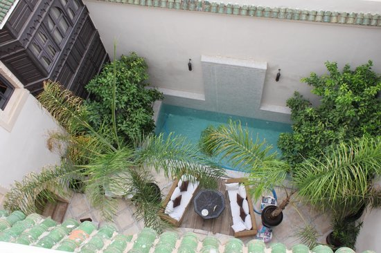 Riad Kheirredine: Courtyard with pool, as seen from the roof terrace