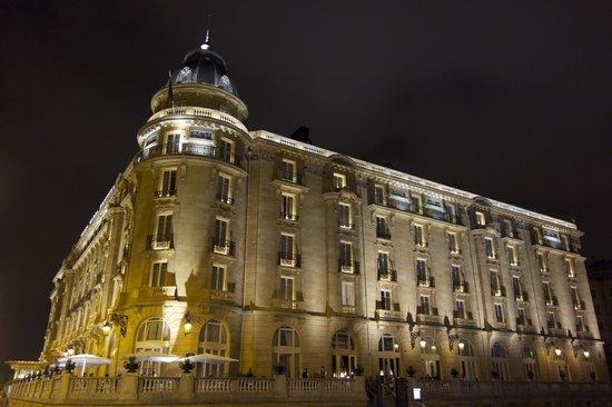 Hotel Maria Cristina, a Luxury Collection Hotel, San Sebastian : exterior of hotel