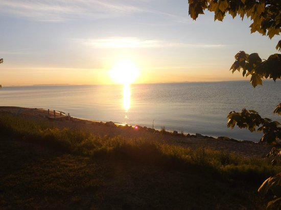 Saunders Sunrise Cabins : This is a sunrise a morning from my cabin there pure Beauty