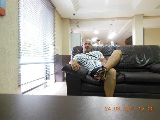 Hotel Villa Canoas: Recepção/sala de TV e internet.