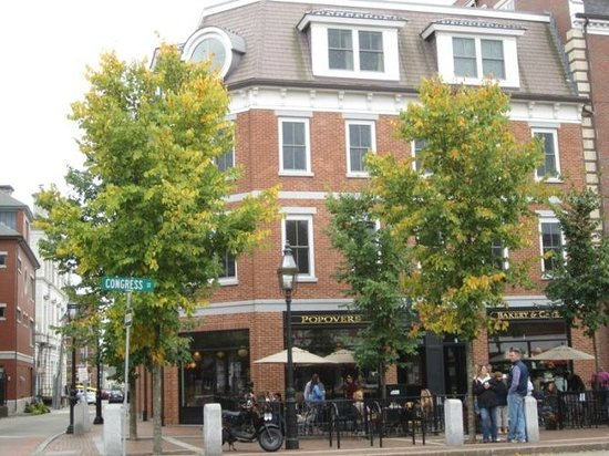 Popovers On The Square: I love the buildings in downtown Portsmouth