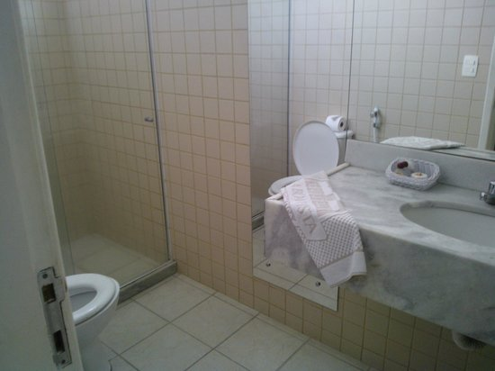 Pousada Villa Boa Vista: Banheiro da Suite 22