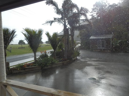 Anchor Lodge Coromandel: In the Coromandel you can get sudden downpours