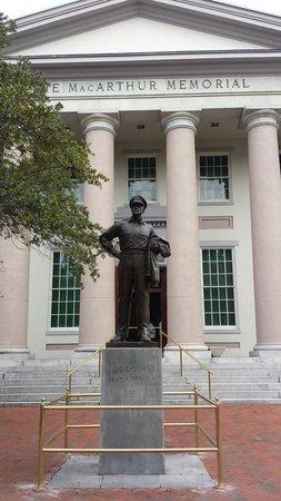 MacArthur Memorial : General Douglas MacArthur