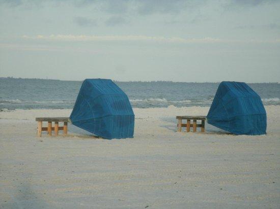 Pointe Estero Beach Resort: cabanas to rent on the beach