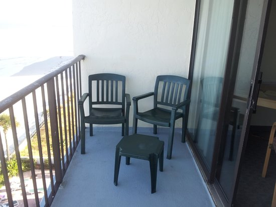Days Inn Tropical Seas: Very large balcony 4'X8' long