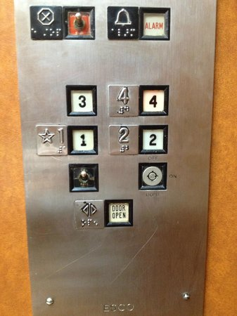 Holiday Inn San Antonio Downtown: How old is this elevator?