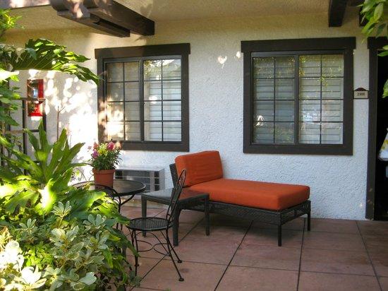 The Anabella: Ground floor patio