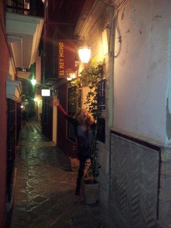 El Rey Moro Hotel Boutique Sevilla: Hotel entrance on Lope de Rueda