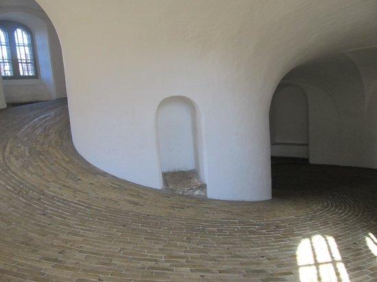Rundetaarn: walking up inside