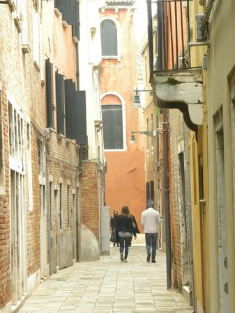 Domus Ciliota: The alley/street where the hotel is located