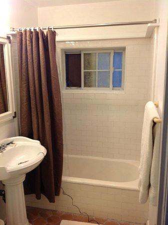 San Vicente Bungalows: bathroom