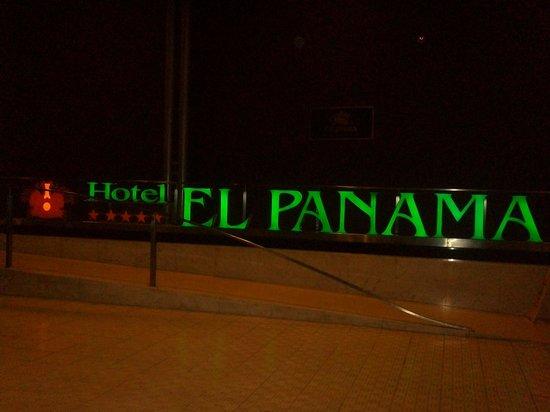 Hotel El Panama : the entrace.