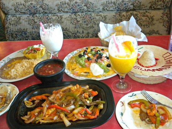 El Caporal: Steak & Chicken Fajitas, Nachos, and Drinks!