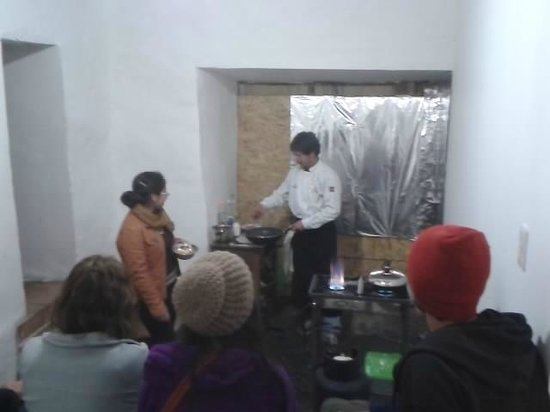 Intro Hostels Cusco: listening the chef