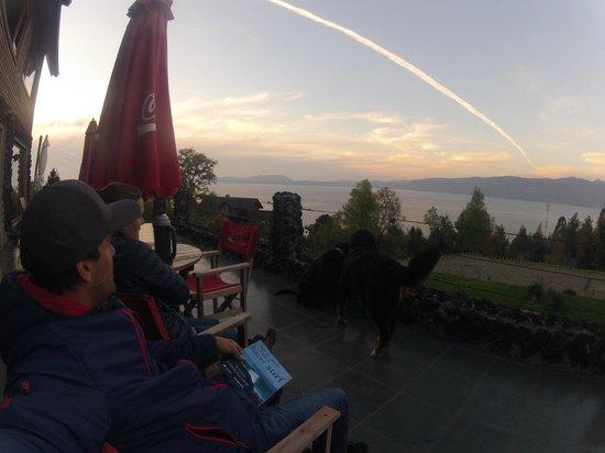 Hotel Boutique CasaEstablo: deck con vista increible del lago..